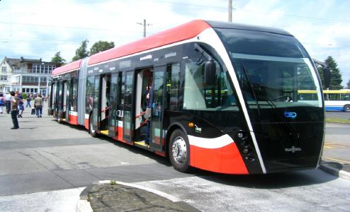 Spårvagnsliknande fordon med hög kapacitet i stråket/stråken.